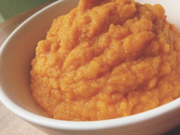Puree van zoete aardappel en wortel